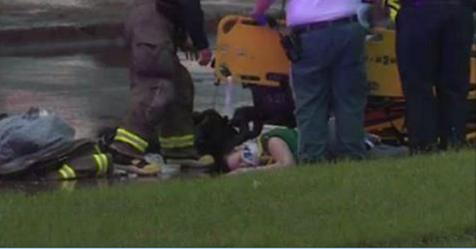 Bimbo di 8 mesi precipita da un ponte di 10 metri ma la reazione della mamma lo salva